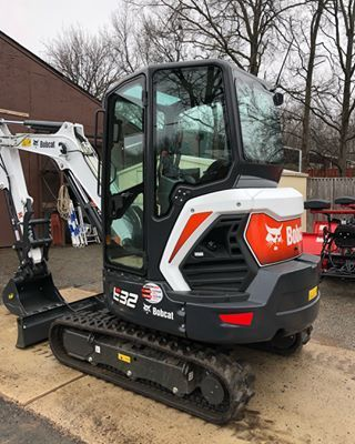 NEW RANGE OF MINI-EXCAVATORS R-SERIES