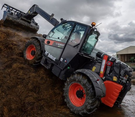 ITT Bobcat Of present the New TELESCOPIC LOADER TL43.80HF AGRI